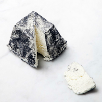 Tar-Ashed Goats' Cheese (250g)